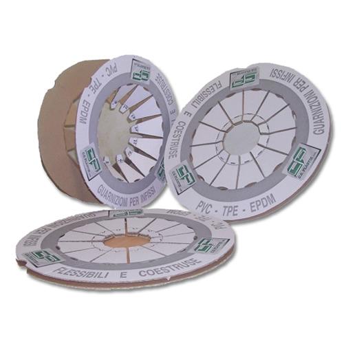 Particolari Cerchi In Cartone Compatto Ed Accoppiato Per Contenere Guarnizioni In Gomma