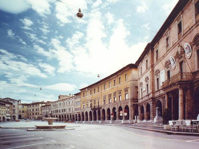 Una Piazza Per Il Popolo